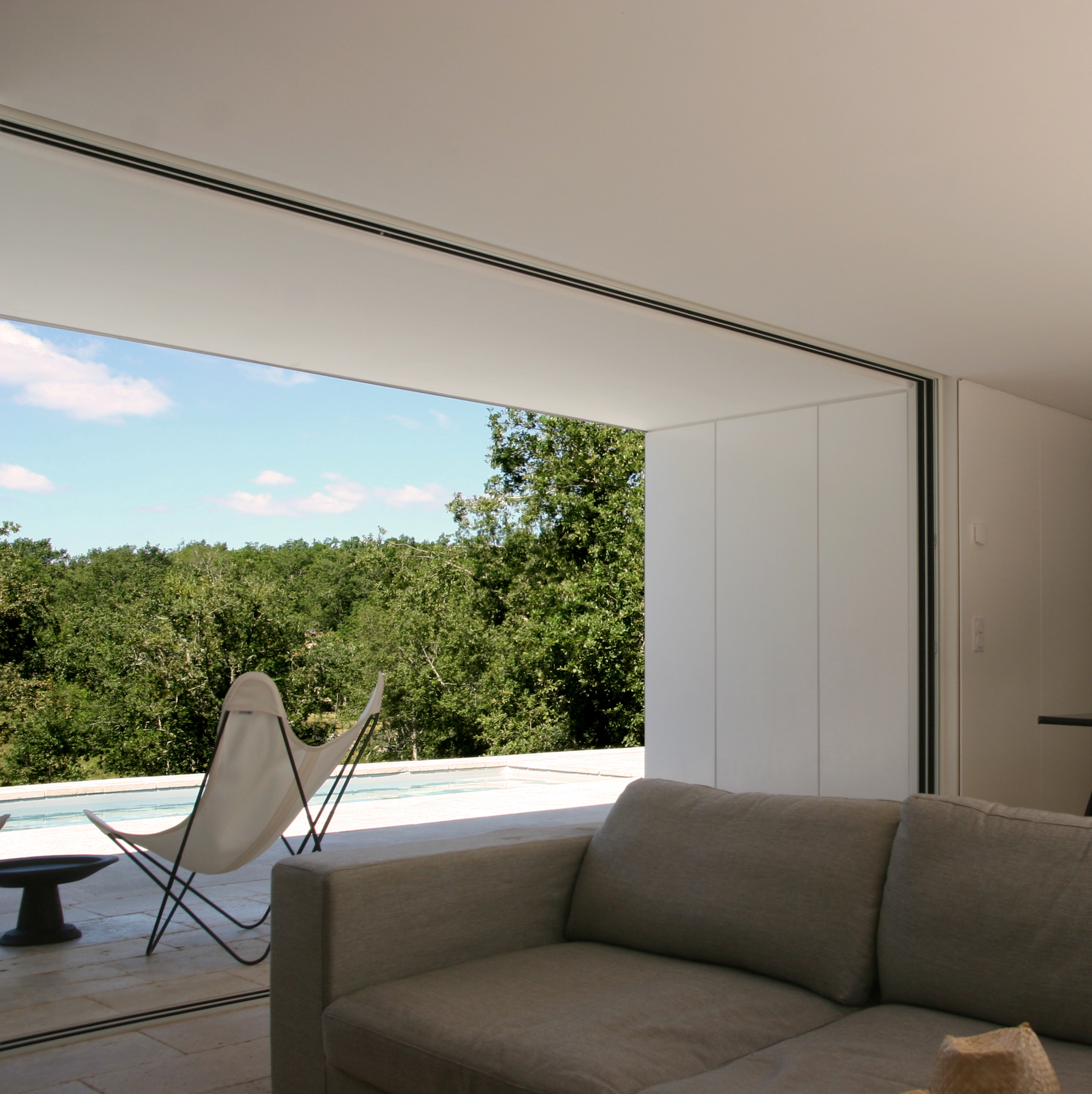 House G, Escamps, France - Image 3