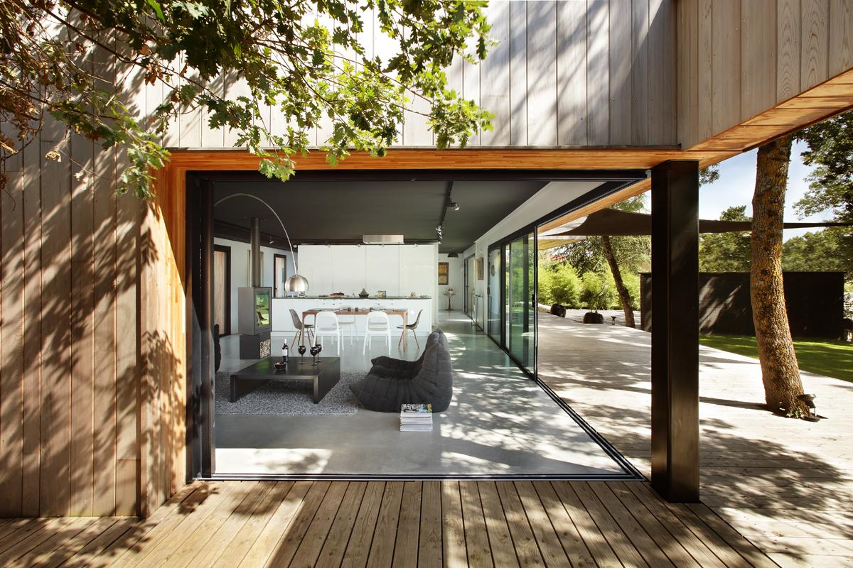 Baie vitr e coulissante aluminium technal for Installation porte exterieur