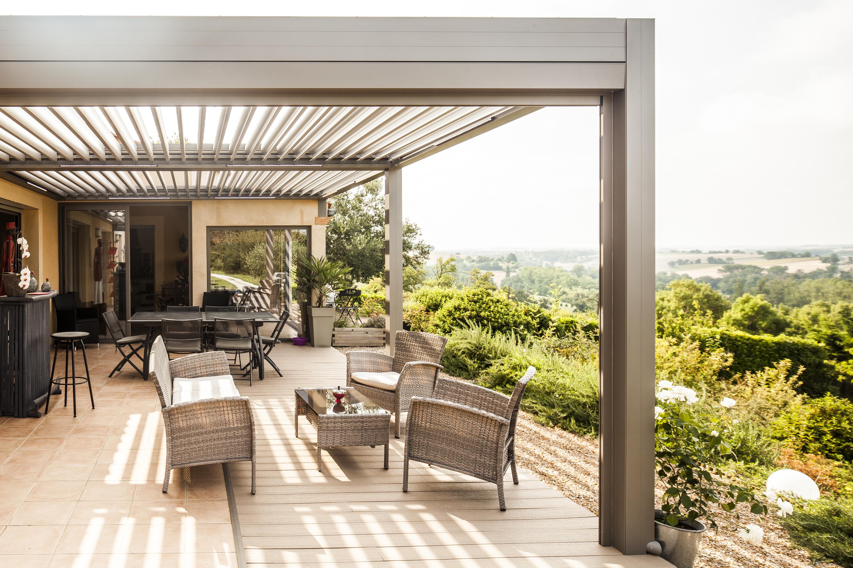 pergola bioclimatique en aluminium technal. Black Bedroom Furniture Sets. Home Design Ideas