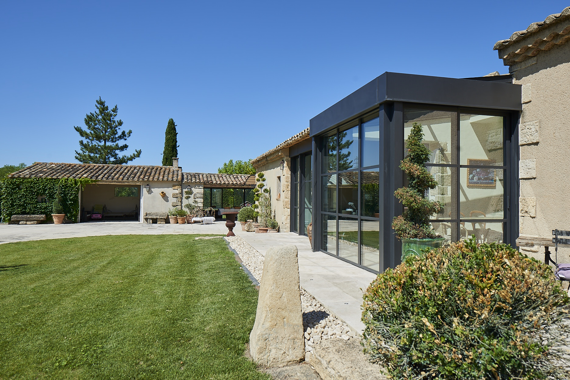 Extension d 39 une maison proven ale r novation technal for Agrandissement maison besoin architecte