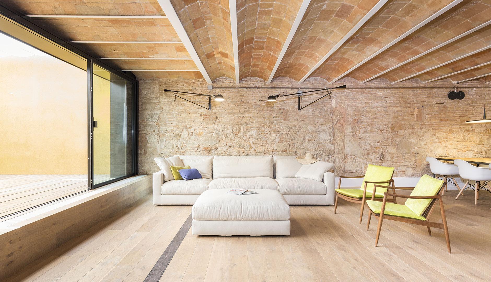 ventanas puertas y fachadas de aluminio para la. Black Bedroom Furniture Sets. Home Design Ideas